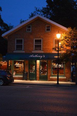 Anthony's: Restaurant de l'extérieur