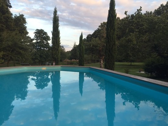 Vitry-aux-Loges, France : Heated Pool