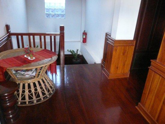 Tha Heua Me Guest House: couloir