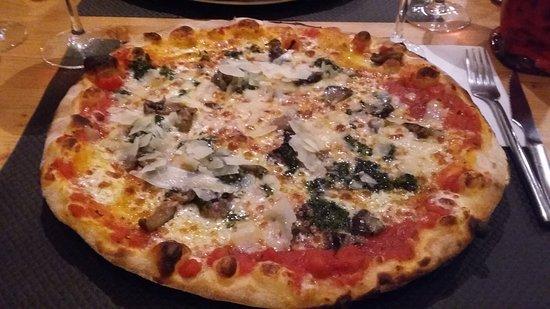 Trattoria Il Cerreto: Pizza aux aubergines et copeaux de parmesan