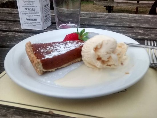 Cullompton, UK: The treacle and stem ginger tart was marvellous