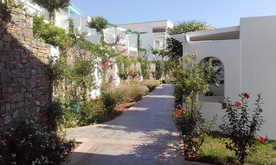 Lachania, Hellas: pasillo de acceso a las habitaciones