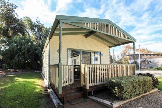 Kerang, Austrália: Larger family cabin