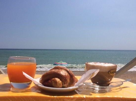 Spiaggia Del Relax Con Il Conero Sullo Sfondo Foto Di Camping