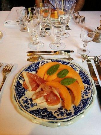 Chateau de Ternay: Entrée du dîner : Melon et jambon de Parme