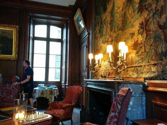 Chateau de Ternay: Le cadre raffiné et authentique de la salle à manger.