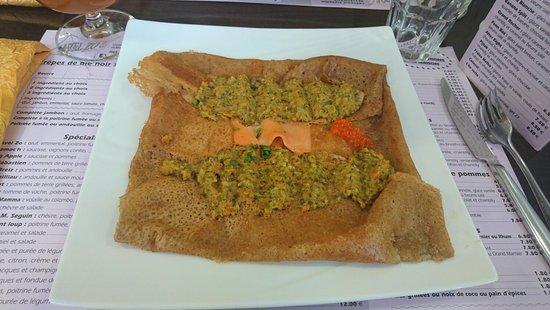 Plestin les Greves, Prancis: Crêpe Ignace (truite fumée et purée de légumes)