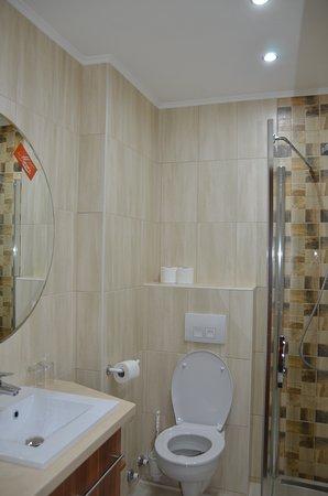 Alsoors, Ungern: Fürdőszoba