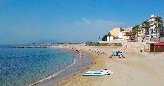 Resultado de imagen para les avellanes playa l'ampolla