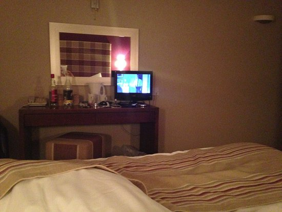 Ecton, UK: TV very small but a lovely room.