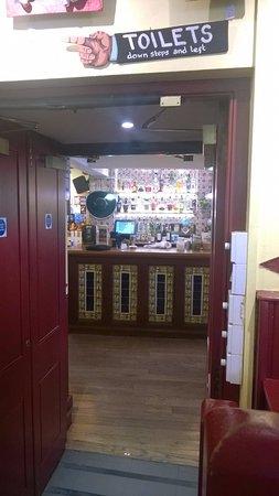 Cafe des Amis: Bar
