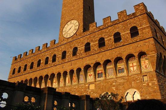 Loggia dei Lanzi : la terrasse et le bar des Offices se situent juste au dessus de la loggia