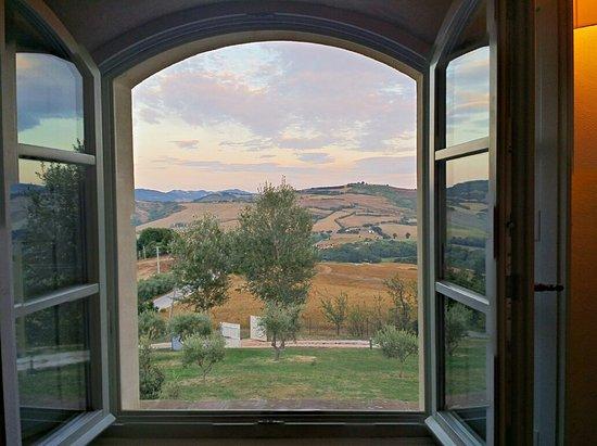 Montecalvo in Foglia, Italien: 20160816_195924_HDR_large.jpg