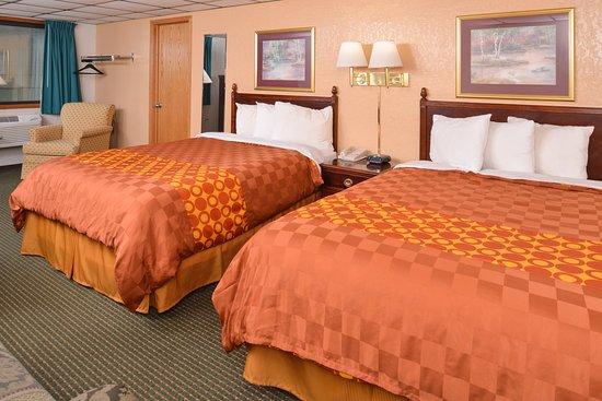 เคลียร์วอเทอร์, มินนิโซตา: Two Queen Beds