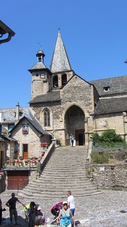 Estaing, France: entrada a la iglesia