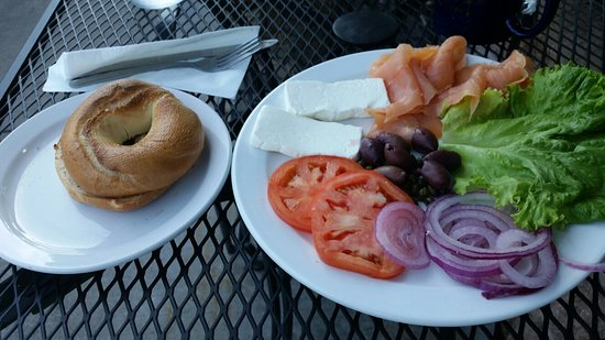 Downingtown, Πενσυλβάνια: The Joanie...Bagel ( choice of Everything or Plain), lots of cream cheese and smoked salmon, tom