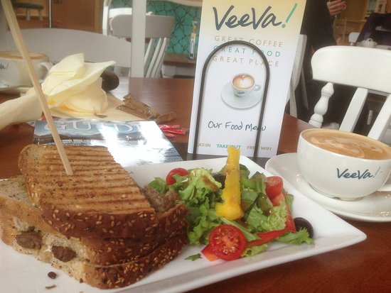 Cockermouth, UK: Steak & blue cheese sandwich with a latte