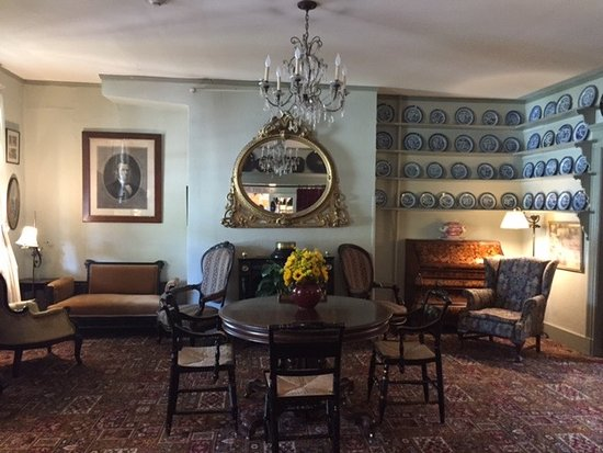 Red Lion Inn Dining Room : One of the siting rooms