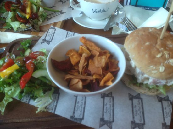 Cockermouth, UK: Served with a nice little fresh salad drizzled with dressing
