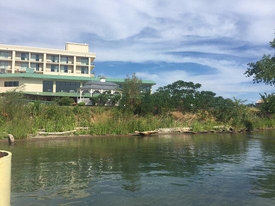 Grand Island, NY: Vista do deque para o hotel