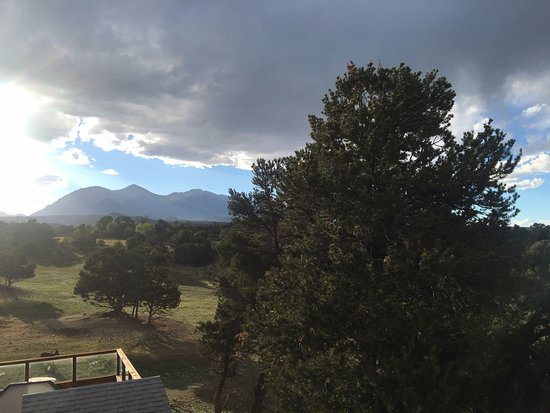 Mountain Goat Lodge: View from our bedroom balcony