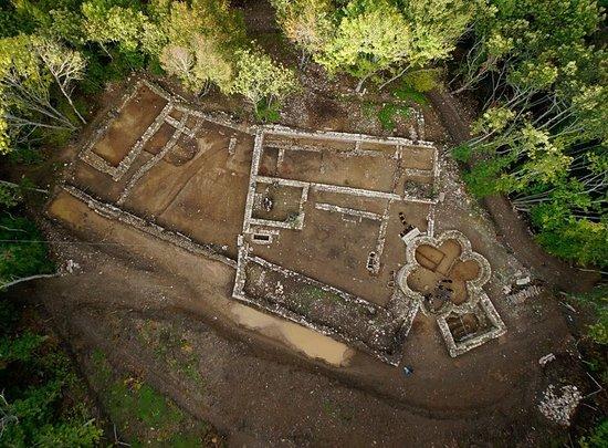 Montieri, Ιταλία: Vista dall'alto del sito archeologico San Niccolò