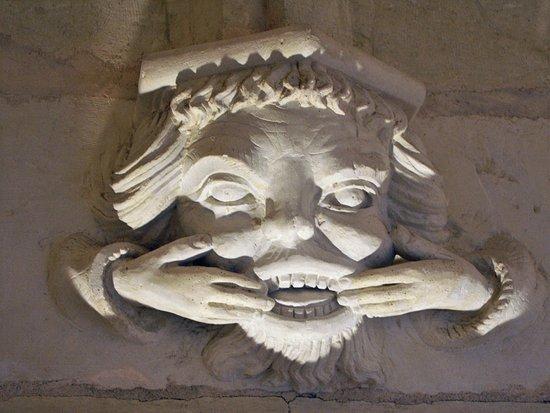 Ternay, فرنسا: Château de Ternay : détail sculpture XVe siècle