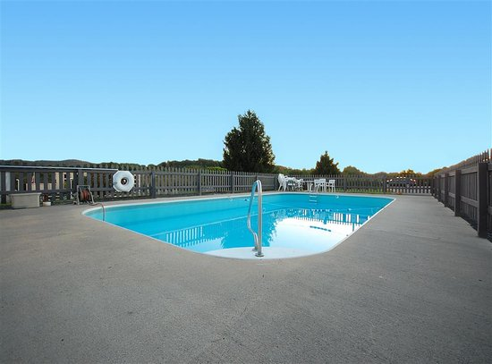 Motel 6 Hillsville Outdoor Pool