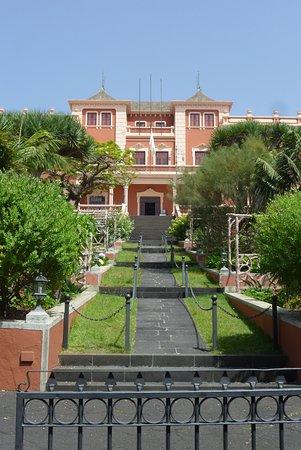 Restaurante Casa Egón - Confitería y Café Taoro: Exterior restaurante, jardines
