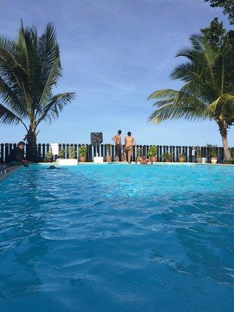 Malibest Resort: Malibest tree house and pool