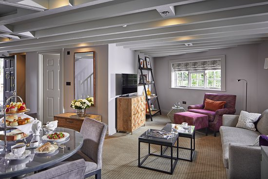Bagshot, UK: The Granary Suite Lounge