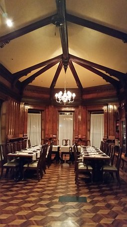 Le Chateau: A beautiful room for a group on the second floor