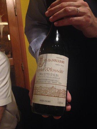 Siddi, Italie : Un buon Dolcetto d'Alba in abbinamento