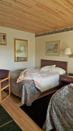 Floodwood, MN : Lovely ceilings, very clean rooms & comfortable bed!