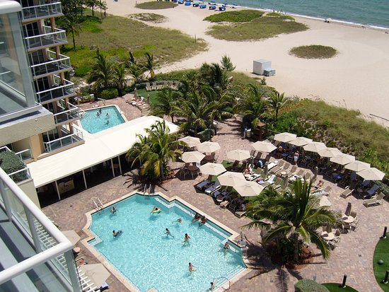 Fort Lauderdale Marriott Pompano Beach Resort Spa Pool And Bar Area View