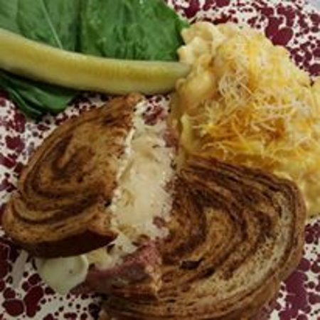 Carthage, MO: Reuben sandwich with mac and cheese
