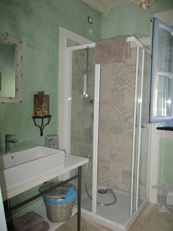 Cogorno, อิตาลี: fon,bagno schiuma,asciugamani,tappetino non manca niente