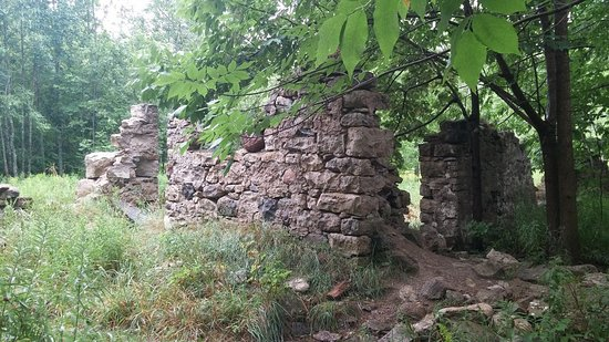 Wiarton, Canada: 2nd ruins just north of the main site.