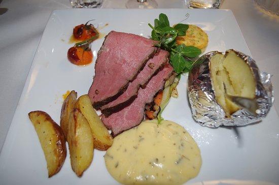 Scandic Bygholm Park Restaurant: Højreb med to slags kartofler.