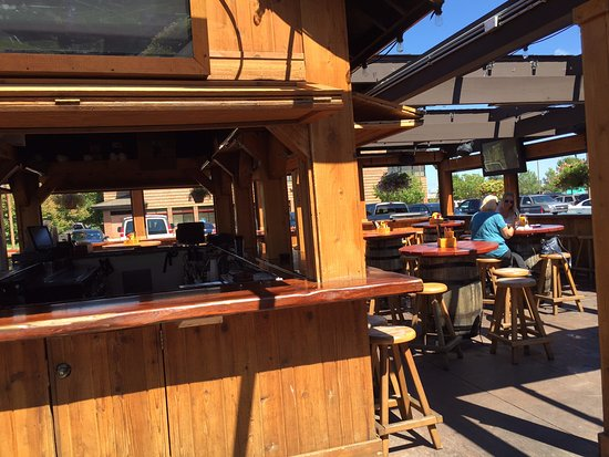 Woodbury, MN : Large outdoor seating area