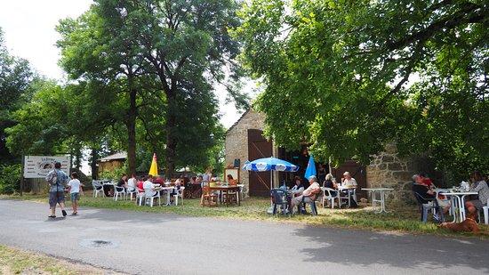 Peyreleau, Francia: Auberge du Maubert, vous y trouverez le charme de la campagne