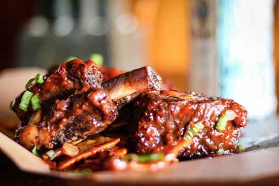 Drogheda, Irlanda: Beef Short Ribs! Braised for 3 hours in their own stock, then braised in a Jim Beam bbq sauce.