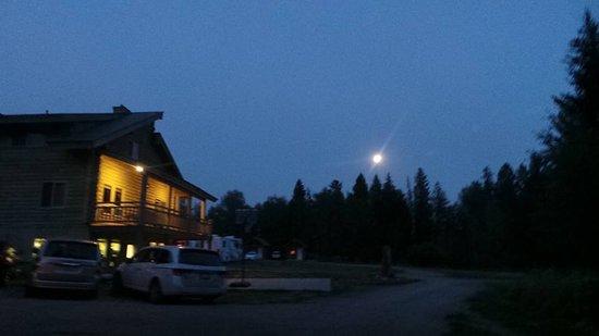 Island Park, ID: Heerlijke plek, Qua locatie perfecte uitvalsbasis voor Yellowstone, 30km vanaf westgate. Persone