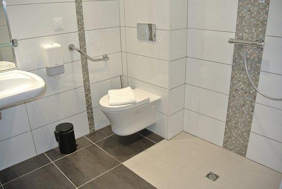 Salle de bain Hotel Castel-Burgond - Photo de Hôtel Castel Burgond ...