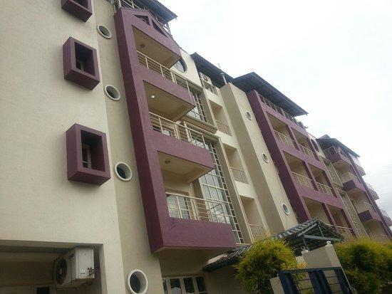 Royal Suites Hotel Apartments : 20160707_075258_large.jpg