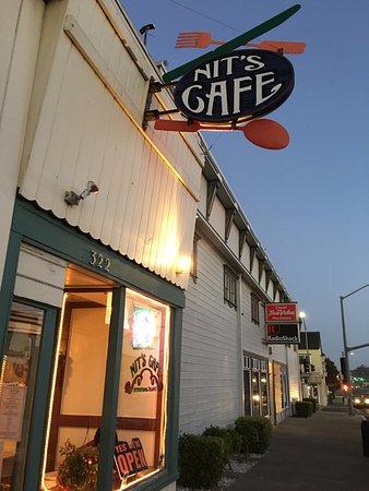 Nit's Cafe at dusk