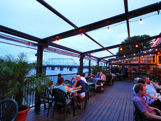 Wormleysburg, PA: Optional outdoor riverside dining