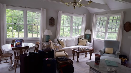Duxbury, MA: The Charming Living Room