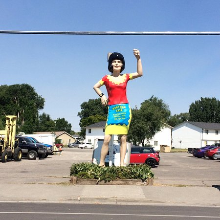 Blackfoot, ID: Parking and Uniroyal Gal