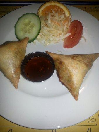 Indian curry house: Voorgerecht en de kaart als place mat